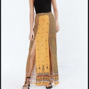 Ecote by OU Maxi Skirts in Size M